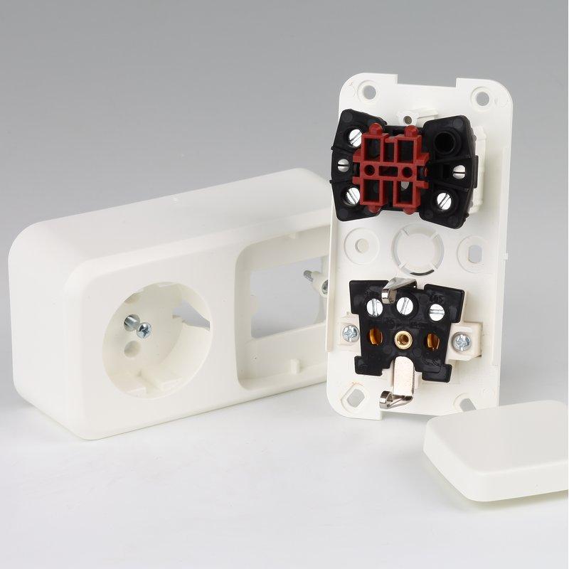 1 fach steckdose mit schalter in hamburg kaufen 10 95. Black Bedroom Furniture Sets. Home Design Ideas